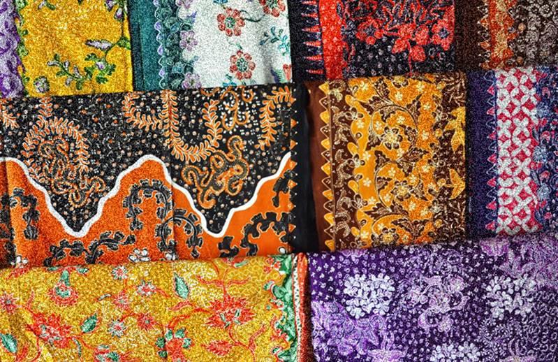 Motif kain batik asli lasem Indonesia