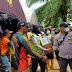 Polwan Polres Batola Polda Kalsel Salurkan Bantuan Sembako untuk Masyarakat yang Terdampak Banjir