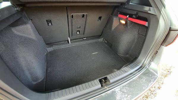 Volkswagen Taos Highline 2022 - porta-malas de 498 litros