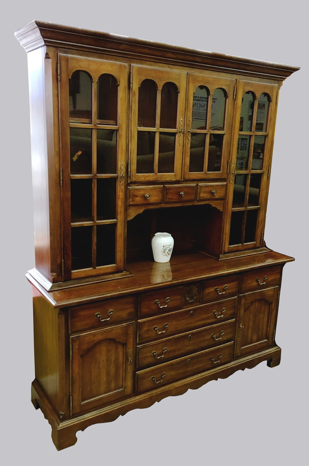 Uhuru Furniture & Collectibles 2 Piece China Cabinet by