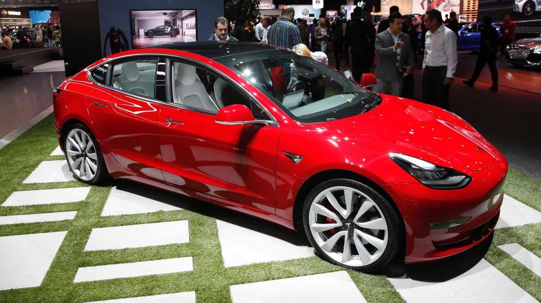 Tesla Model 3 en color rojo