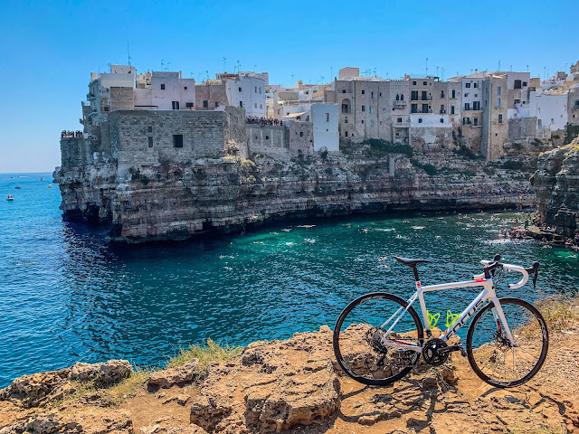 cycling apulia southern Italy carbon road bike rental shop in Polignano a Mare