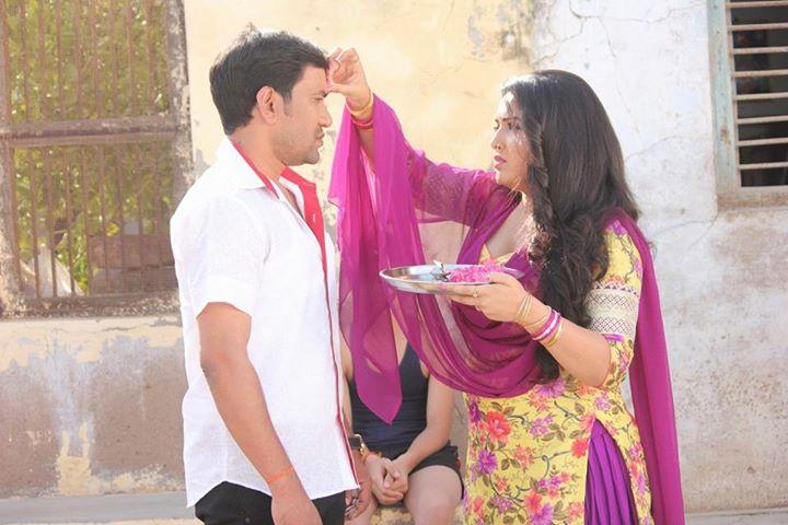 Dinesh Lal Yadav 'Nirahua', Amrapali Dubey Shooting stills of Bhojpuri Movie Mokama Zero KM