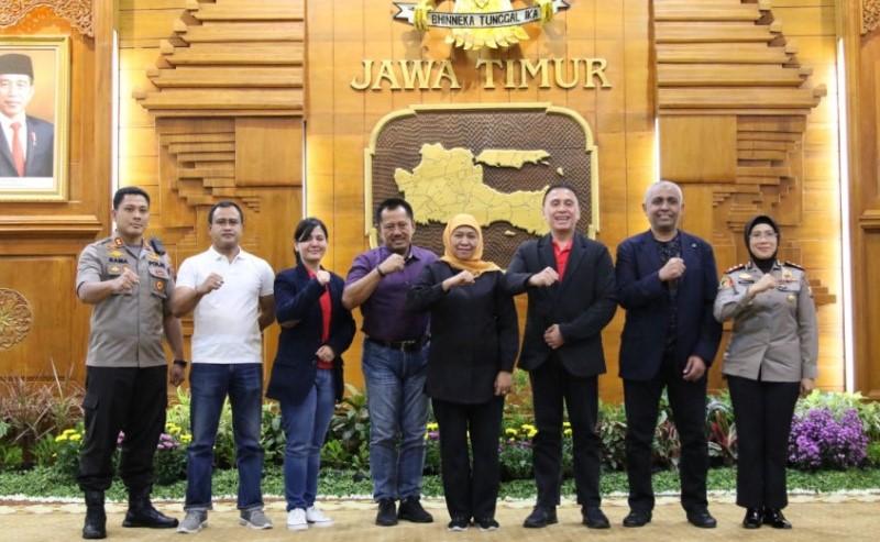 Khofifah Kumpulkan Manager Club dan Supporter Tim Jelang Kick Off Piala Gubernur