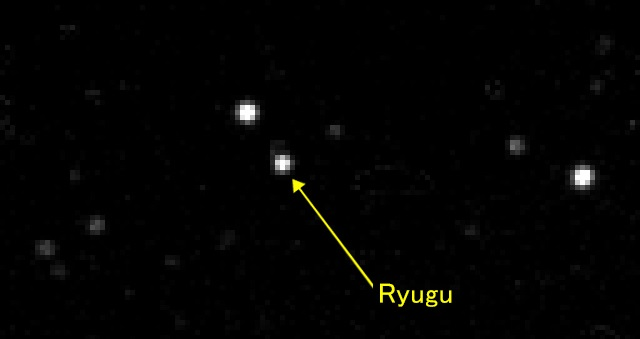 An image of the asteroid Ryugu taken by the Hayabusa 2 probe (Provided by the Japan Aerospace Exploration Agency and University of Tokyo)