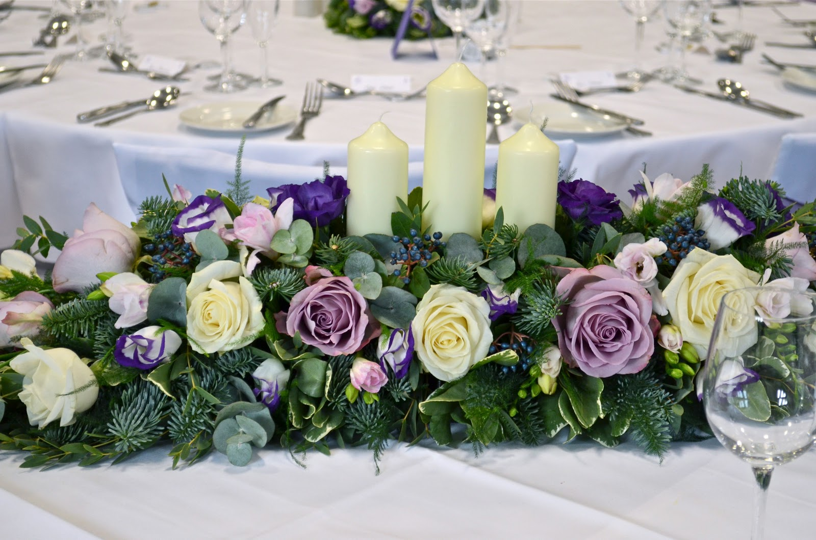 wedding flowers blog janice 39 s winter wedding flowers new place shirrell heath. Black Bedroom Furniture Sets. Home Design Ideas