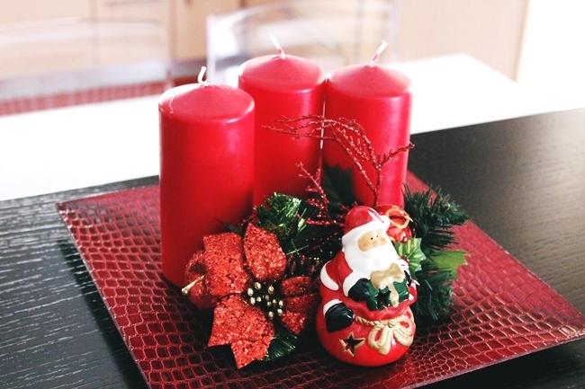 Crveno-zlatna novogodisnja dekoracija