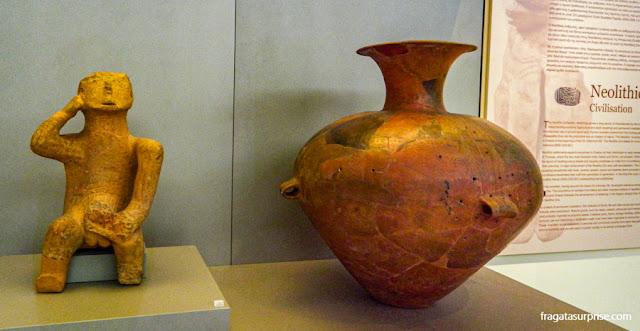 Peças do Período Neolítico no Museu Nacional de Arqueologia de Atenas, Grécia