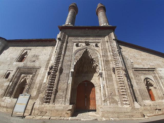 Çifte Minareli Medrese (Cüveyni Dar-ül Hadisi) - Sivas