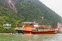 Wechsel von Boot ins Kanu. Ko Hong Island, Phan Nga, Thailand.