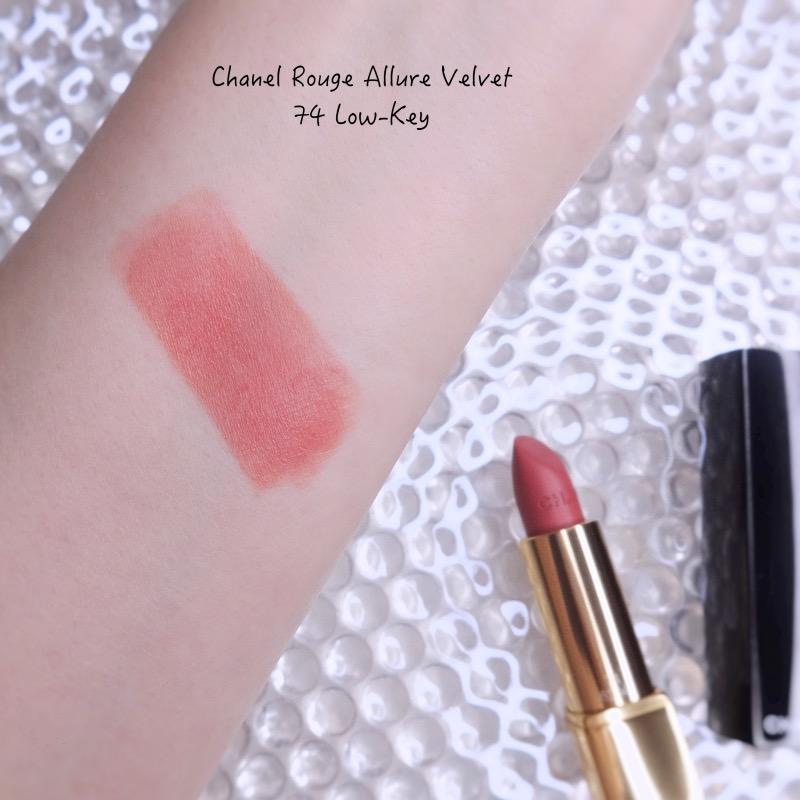 Chanel Rouge Allure Velvet 74 Low-Key swatch