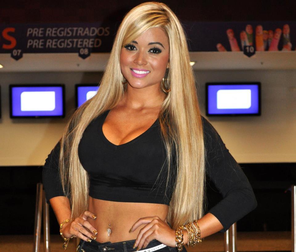 Brazilian Fitness Model Aryane Steinkopf Pictures ...