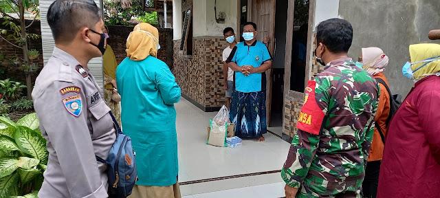 Warga Binaan Jalani Isolasi Mandiri, Babinsa Koramil 0803/11 Geger Bersama Tiga Pilar Lakukan Tracing Dan Salurkan Bantuan Sembako