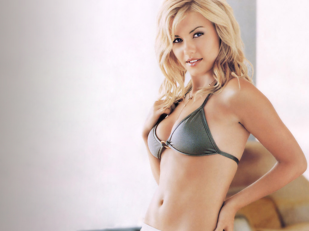 Elisha Cuthbert Canadian Hot Actress  Celebrities Jpeg-5579