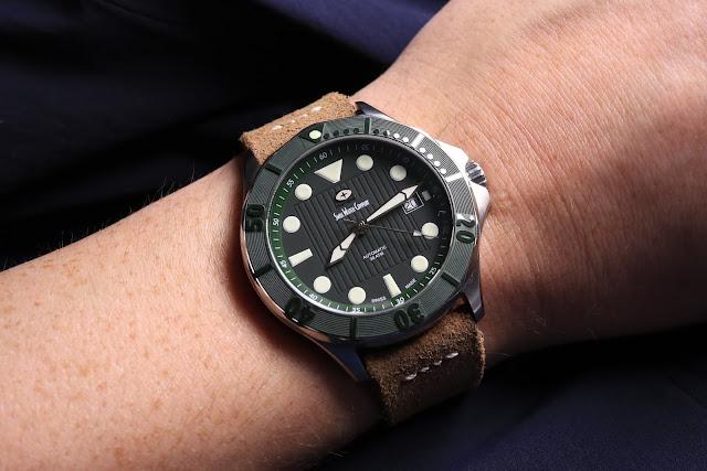 SWC Diver wrist