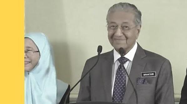 Perdana Menteri Tun Mahathir Ditanya Adakah Benar RM257 Juta Diperuntukkan Untuk Agong. Ini Jawapan Tun M Yang Buat Semua Wartawan Gelak!