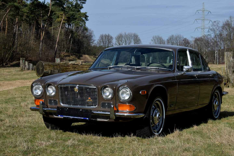 Jaguar Xj6 Sedan 1970 1968 Sales Brochure Stuurman Classic And Blue Interior