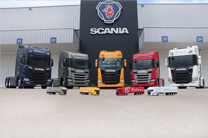 BELLAVER/UNIFRIOS recebe cinco caminhões Scania R 450