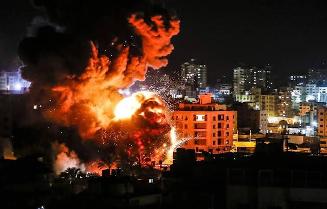 <i>Pray For Gaza</i>, Rudal-rudal Militer Israel Hantam Rumah Penduduk dan Kantor Politisi Hamas