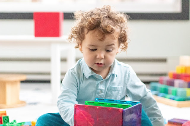 """Thoughts on taking """"a pause"""" as a Montessori parenting trick that helps to respond more effectively to a child"""