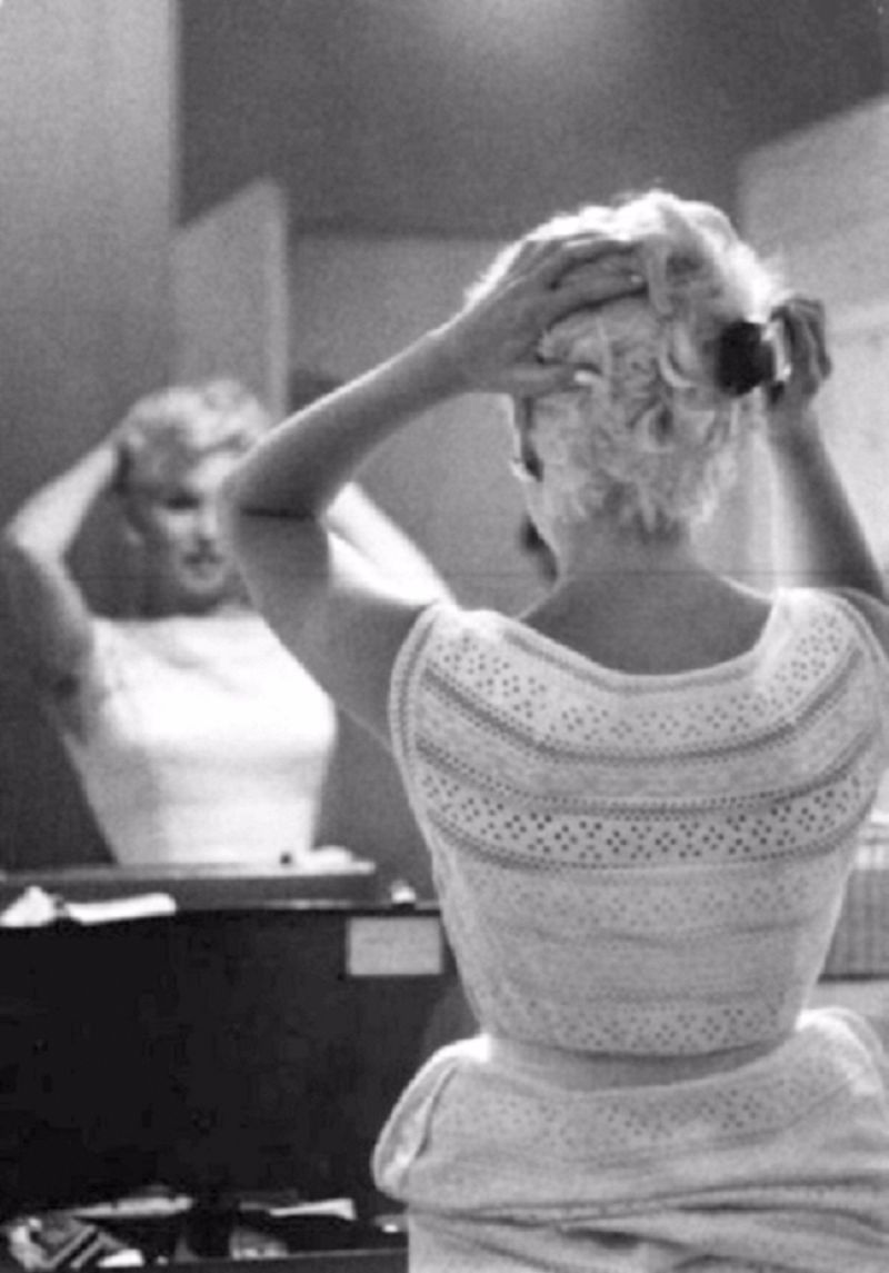 Eve Arnolds 1955 Photo Of Marilyn >> Intimate Photographs Of Marilyn Monroe In Her Private Moments Taken