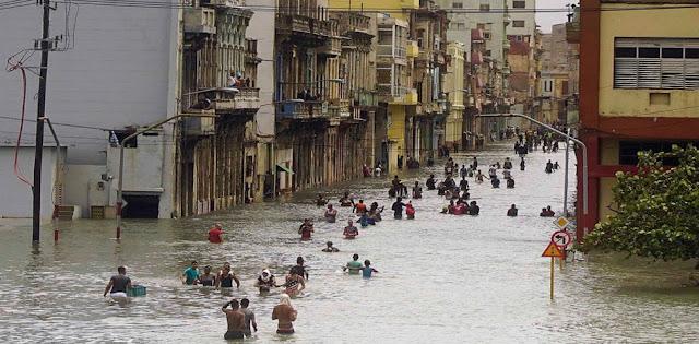Los Azules salieron del entrenamiento a intentar recuparar una ciudad devastada por el paso del histórico fenómeno