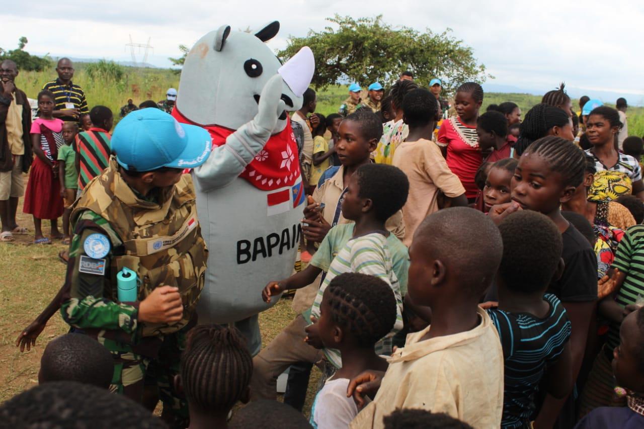 Prajurit Satgas TNI RDB Berbagi Kecerian Dengan Masyarakat Kongo