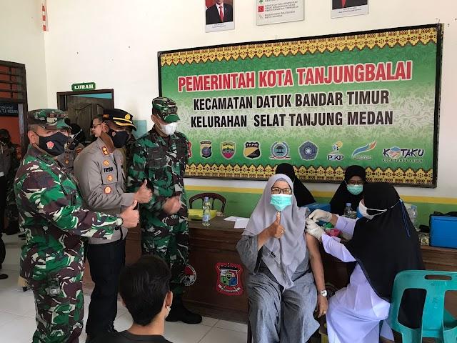 Kapolres Tanjung Balai Melakukan Peninjauan Vaksinasi di Selat Tanjung Medan dan Puskesmas Pembantu M.U. Damanik