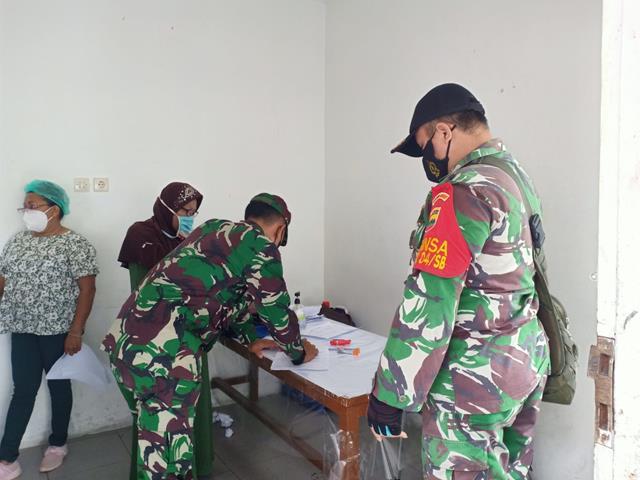 Pendampingan Pelaksanaan Vaksinasi Kepada Warga Diwilayah Binaan Dilakukan Personel Jajaran Kodim 0207/Simalungun
