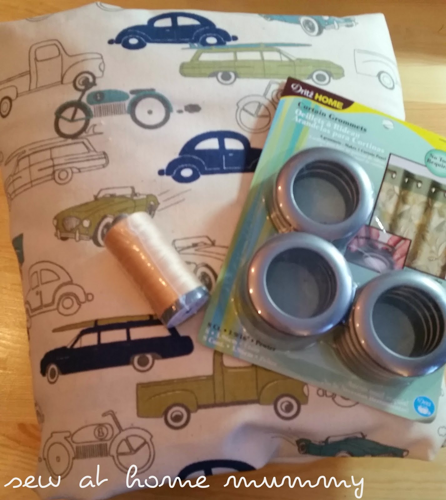 Sew At Home Mummy: Tutorial: Tool-Free Grommet Panel Curtains