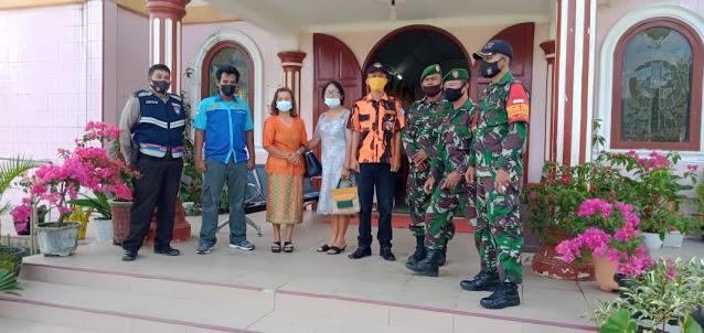 Personel TNI-POLRI dan OKP saat pengamanan gereja di Tiga Dolok 6