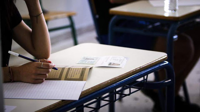 Τι θα γίνει με τις Πανελλήνιες και τις προαγωγικές εξετάσεις στα γυμνάσια (βίντεο)