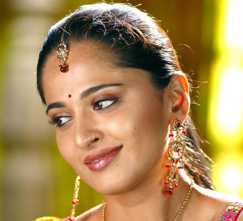 Tollywood Golden Lady Anushka Shetty Oily Face Closeup Stills