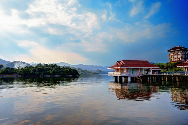 ทะเลสาบไป่ฮวา (Baihua Lake: 百花湖) @ www.chinadragontours.com
