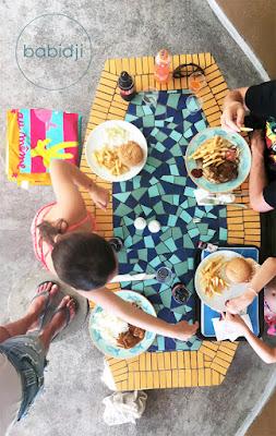 vu du dessus d'un repas au restaurant Emba Filao au Morne à l'île Maurice
