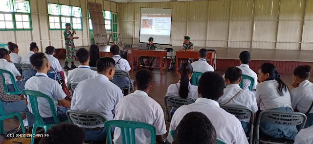 Cegah Penularan Penyakit, Satgas Kostrad Berikan Penyuluhan HIV/AIDS