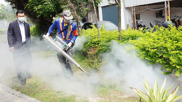 鹿港鎮防治登革熱宣導 許志宏視察環境噴藥消毒