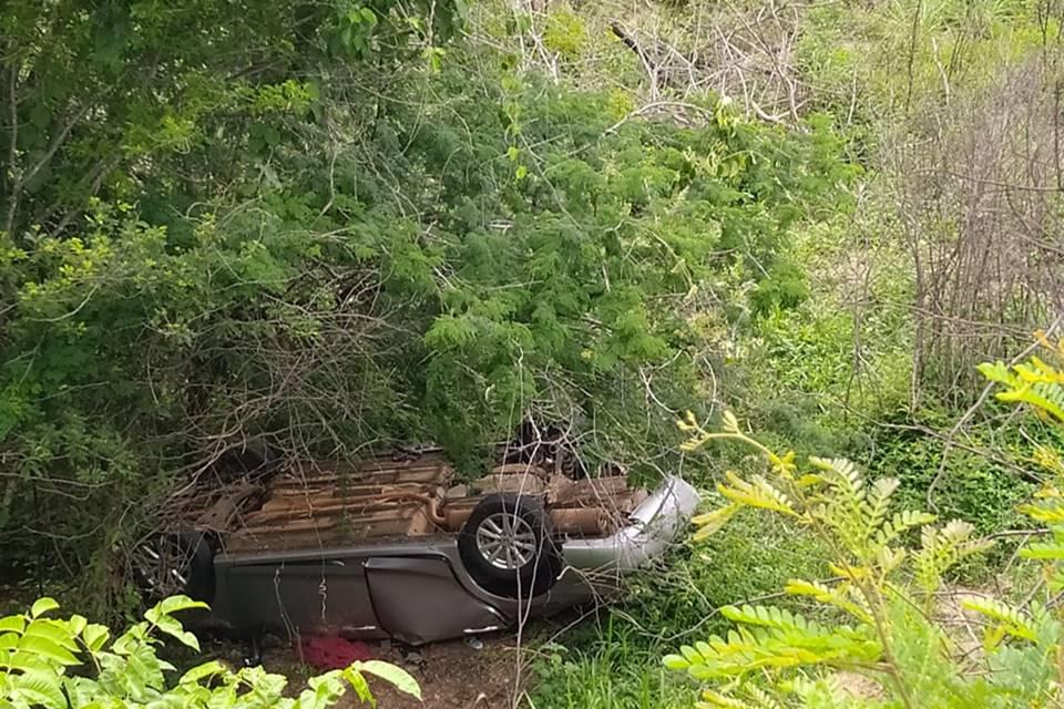 Carro-de-familia-do-DF-e-encontrado-em-penhasco-na-Bahia-com-tres-corpos-dentro-2