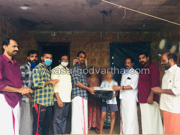 Kerala, News, Deshabhimani Arts and Sports Club and EMS Library provide books and study materials for students