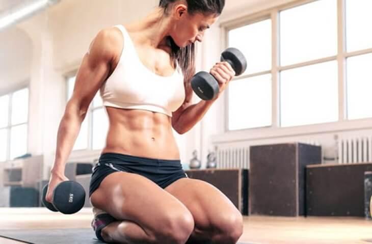 vježbanje-teretana-bučice