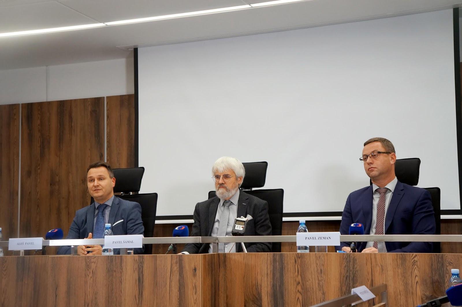 Pavel Šámal, Pavel Zeman a Aleš Pavel na tiskové konferenci Nejvyššího soudu. Foto: Sára Jeschkeová