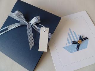 προσκλητήρια βάπτισης αγόρι με γαλάζιο καραβάκι σε θήκη