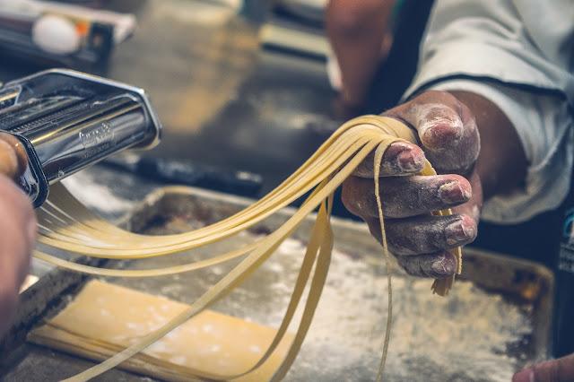 Imparare a cucinare per posizionarsi nel mondo del lavoro