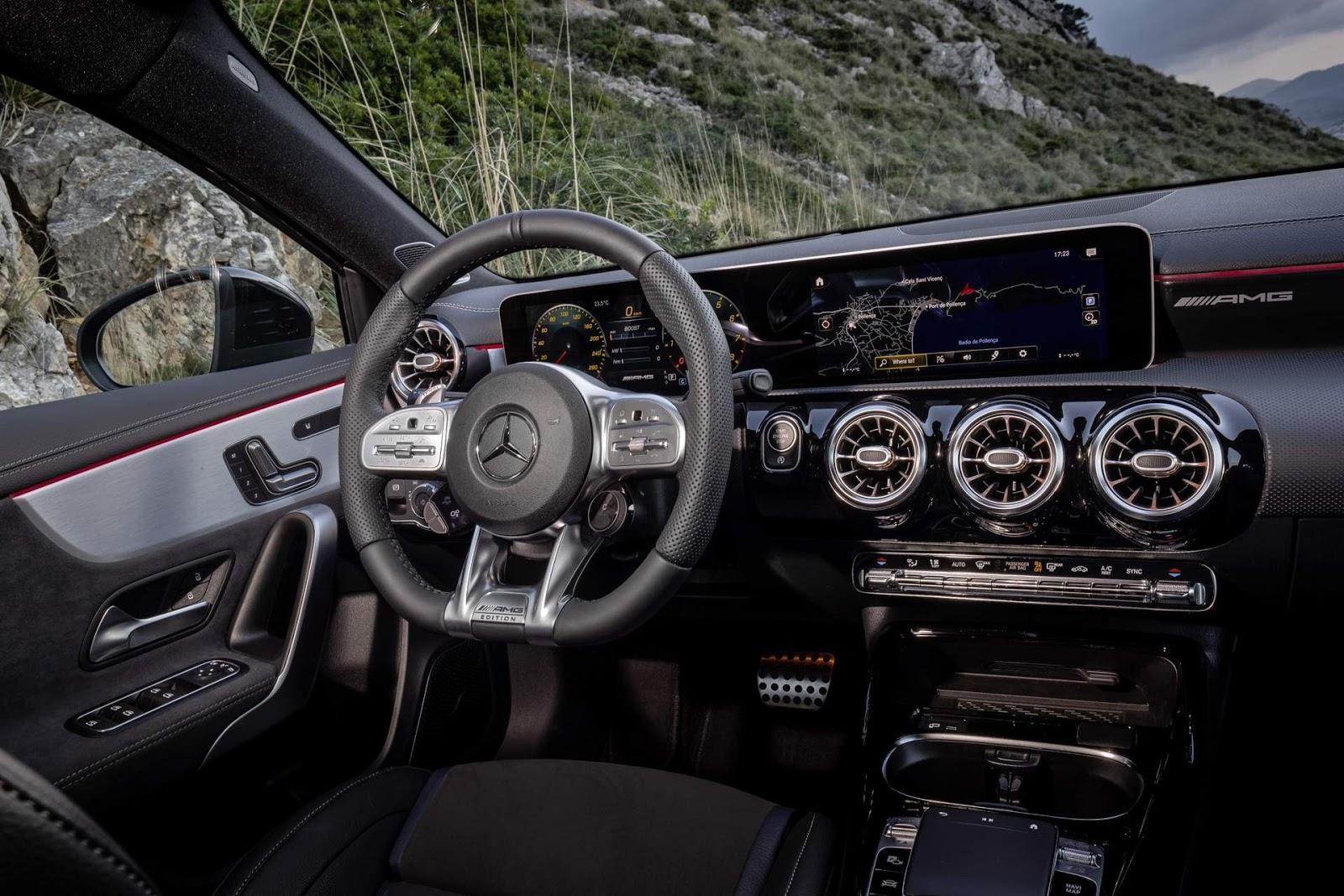 Mercedes a35 amg chega europa para enfrentar o golf r for Mercedes g interno