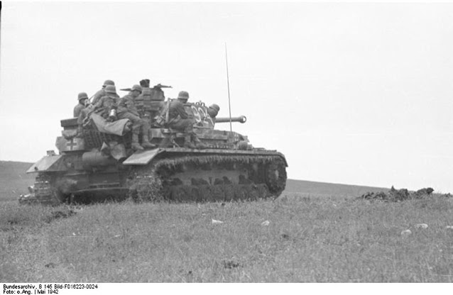 Panzer IV in Crimea May 1942 worldwartwo.filminspector.com