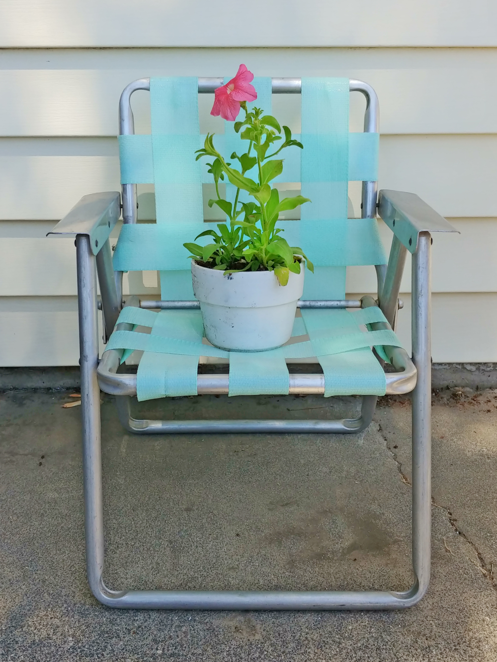 how to makeover a vintage lawn chair