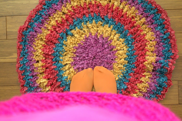 DIY // Crochet Circle Rug/Throw How To & Free Crochet Pattern!