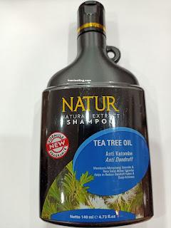 bagian depan dari kemasan botol natur shampoo tea tree oil
