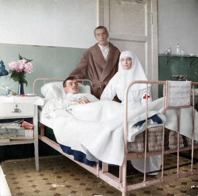 Старшая дочь Николая II, Великая Княжна Ольга в военном госпитале. 1916 год.