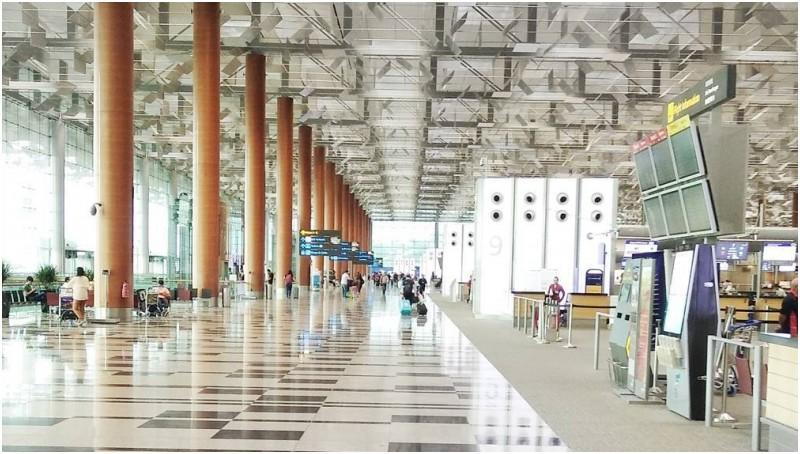 Suasana Bandara Internasional Changi Singapura